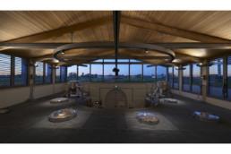 touton architectes - La Commanderie - chais - cuvier partie haute - charpente bois et métal - passerelle inox - vue sur paysage