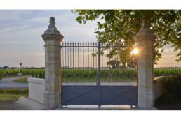 touton architectes - La Commanderie - chais - portail - piles en pierre