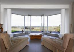 touton architectes - Bel Air Ouÿ - maison d'hôtes - séjour - panorama sur le vignoble et paysage alentour