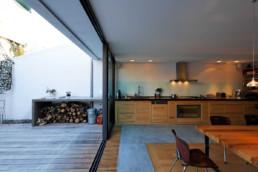 touton architectes - Danton - maison - cuisine repas - perméabilité dedans dehors - ancien atelier