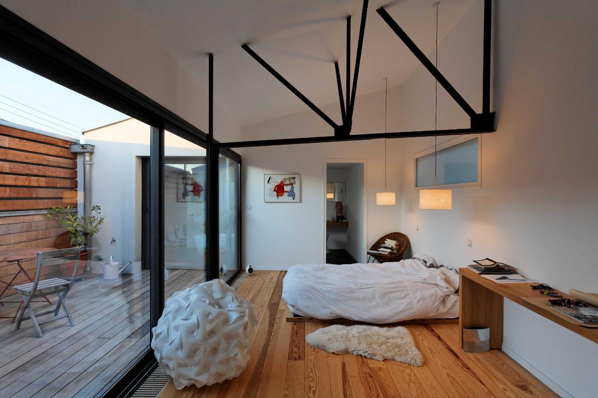 touton architectes - Danton - maison - chambre - terrasse - charpente métallique - ancien atelier