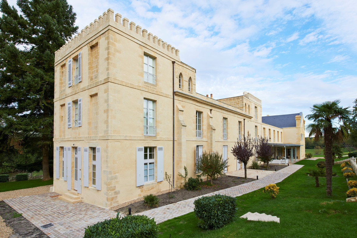 touton architectes - Domaine des Syrtes - rénovation propriété - façade après intervention - patrimoine