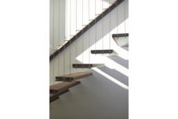 touton architectes - Eiders - villa - Cap Ferret - détail escalier - garde corps - bois et métal
