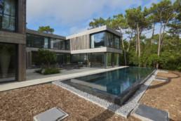 touton architectes - Eiders - villa - Cap Ferret - extérieurs - piscine au milieu des pins - terrasse