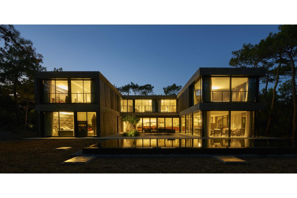 touton architectes - Eiders - villa - Cap Ferret - extérieur de nuit - bois et béton