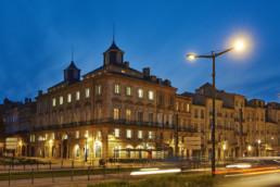 touton architectes - fenwick - rénovation - façade angle quai des chartrons de nuit - premier consulat des jeunes E.U.