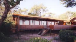 touton architectes - Villa Lagune - bois - façade sur l'angle - terrasse
