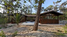 touton architectes - Macreuses - villa - Cap Ferret - vue depuis la jardin - bardage bois - menuiseries bois - terrasse