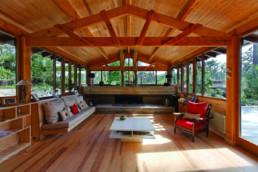 touton architectes - Macreuses - villa - Cap Ferret - charpente bois apparente - cheminée béton