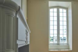 touton architectes - Milord - rénovation - séjour - détail cheminée moulure