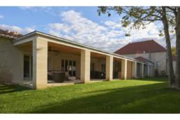 touton architectes - Milord - rénovation - terrasse couverte - piliers pierre