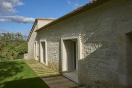 touton architectes - Milord - rénovation - façade pierre - encadrement pierre - interprétation contemporaine - enduit pierre vue