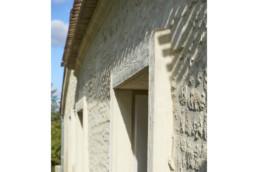 touton architectes - Milord - rénovation - façade pierre - détail encadrement pierre - interprétation contemporaine - enduit pierre vue