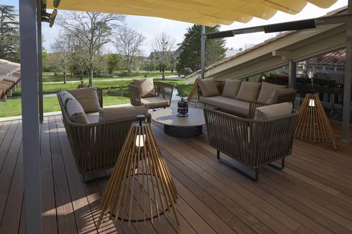 touton architectes - Pabus - terrasse - vue sur jardin - mobilier