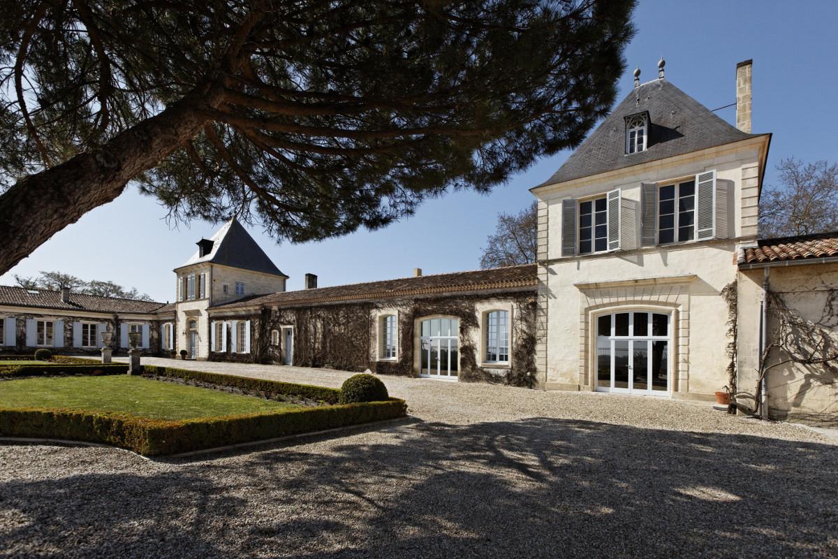 touton architectes - Château Paveil - cour d'entrée - patrimoine - viticole