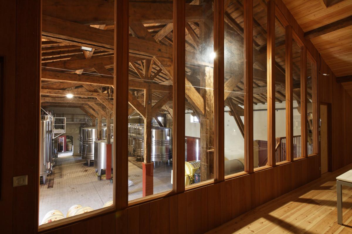 touton architectes - Château Paveil - bureaux avec vue sur cuvier - patrimoine - viticole