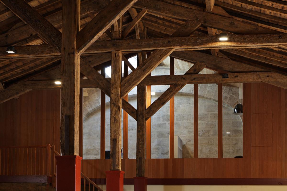 touton architectes - Château Paveil - charpente bois - patrimoine - viticole