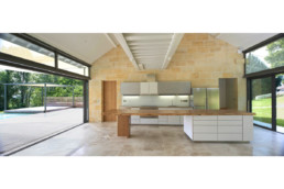 touton architectes - Picoron - maison d'été - cuisine traversante - transparence - perméabilité dedans dehors