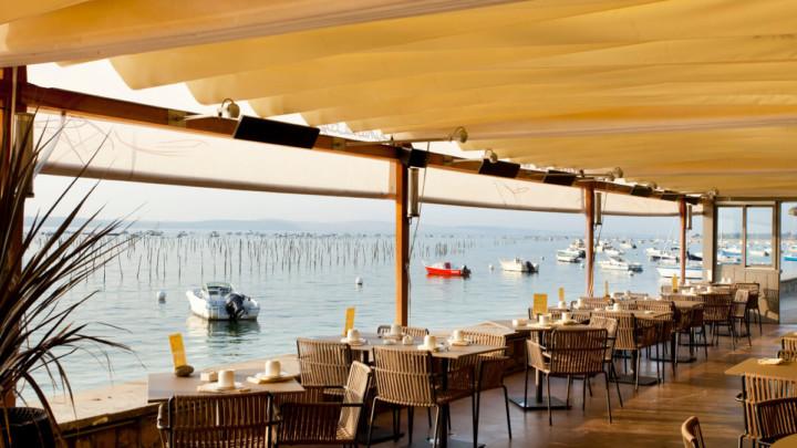 touton architectes - pinasse café - restaurant - vue sur le bassin depuis la terrasse
