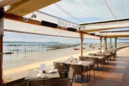 touton architectes - pinasse café - restaurant - vue sur le bassin depuis la terrasse - bâche découverte