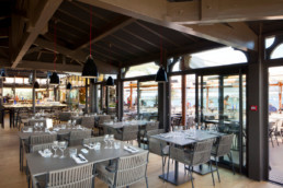 touton architectes - pinasse café - restaurant - salle intérieure - charpente bois - mobilier