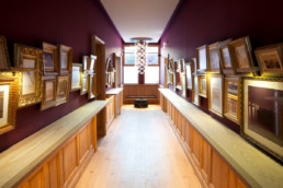 touton architectes - pinasse café - restaurant - couloir - menuiseries bois - cadres