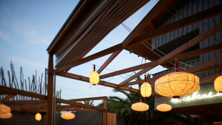 touton architectes - cabane du pinasse - restauration - terrasse - lampions de nuit