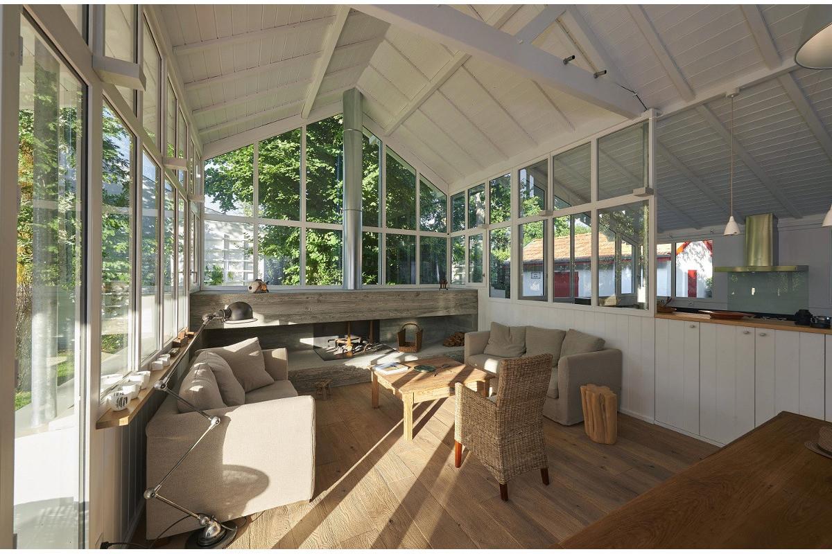 touton architectes - Saint-Henri - rénovation maison - séjour - cheminée béton