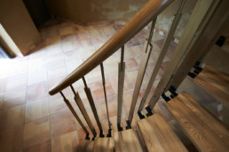 touton architectes - carles - escalier - sur mesure - détail - garde corps - bois et métal - patrimoine