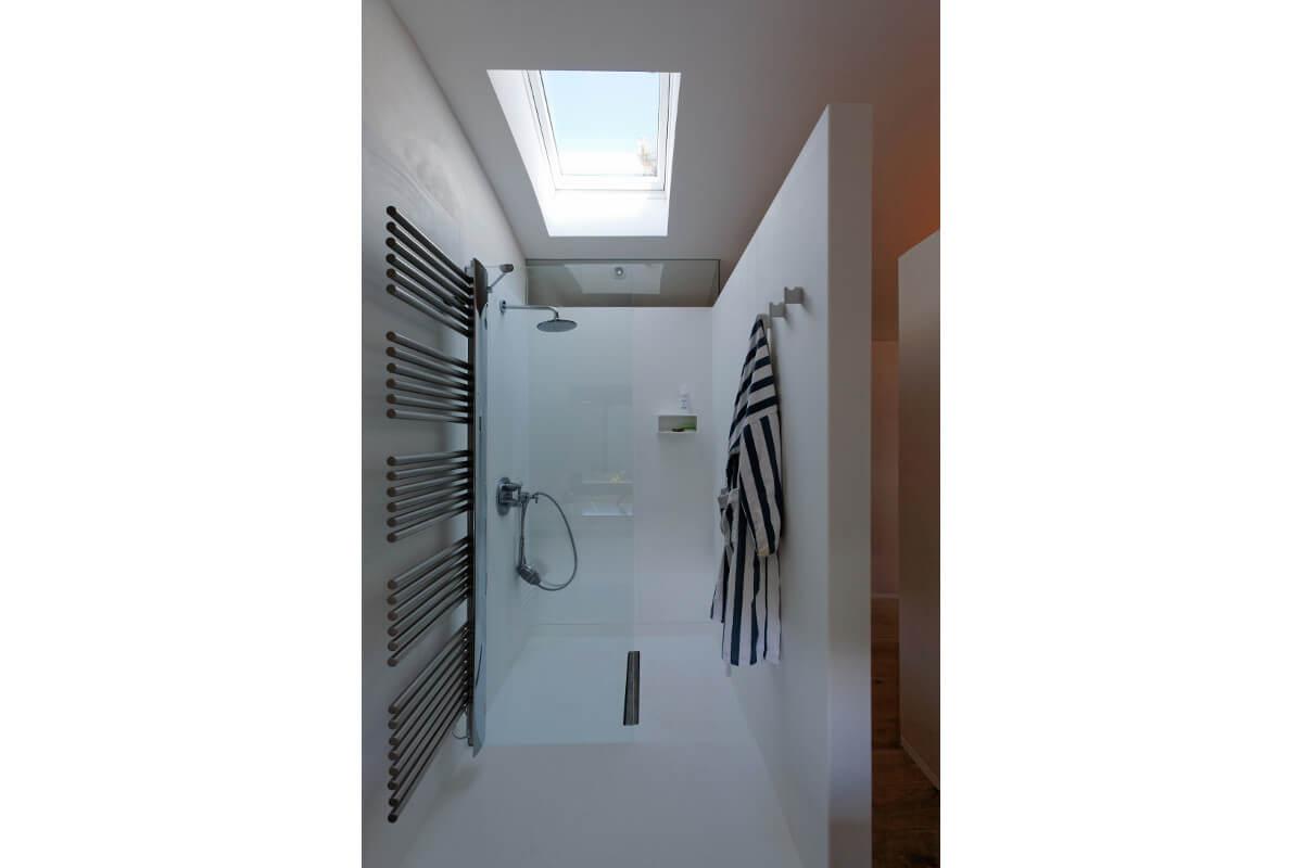 touton architectes - chambre cap ferret - salle de bains - douche - lumière zénithale