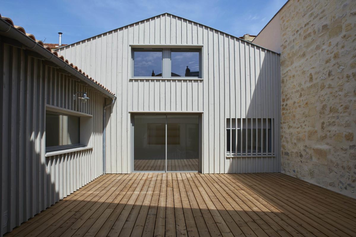 touton architectes - chartrons - logement collectif - grand duplex - terrasse bois - bardage bois