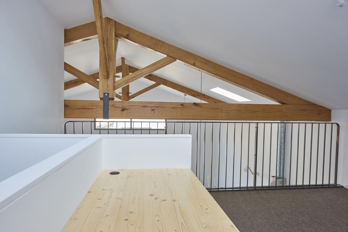 touton architectes - chartrons - logement collectif - grand duplex - palier étage - bureau - charpente bois