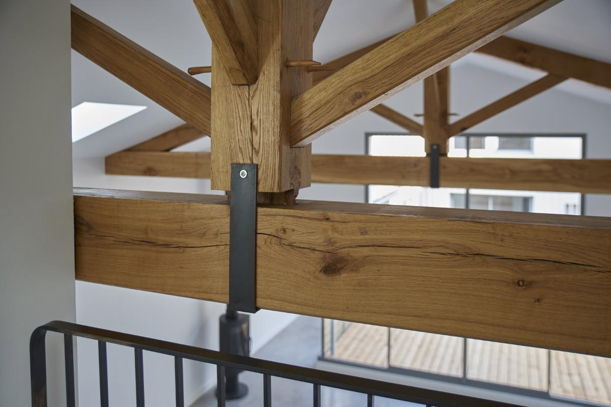 touton architectes - chartrons - logement collectif - grand duplex - palier étage - charpente bois - détail