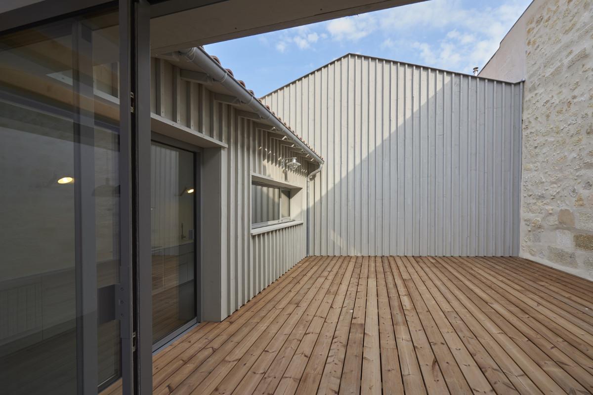 touton architectes - chartrons - logement collectif - petit duplex - terrasse bois - bardage bois