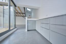 touton architectes - chartrons - logement collectif - petit duplex - cuisine - vue sur terrasse