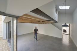 touton architectes - chartrons - logement collectif - petit duplex - vue du séjour depuis la cuisine