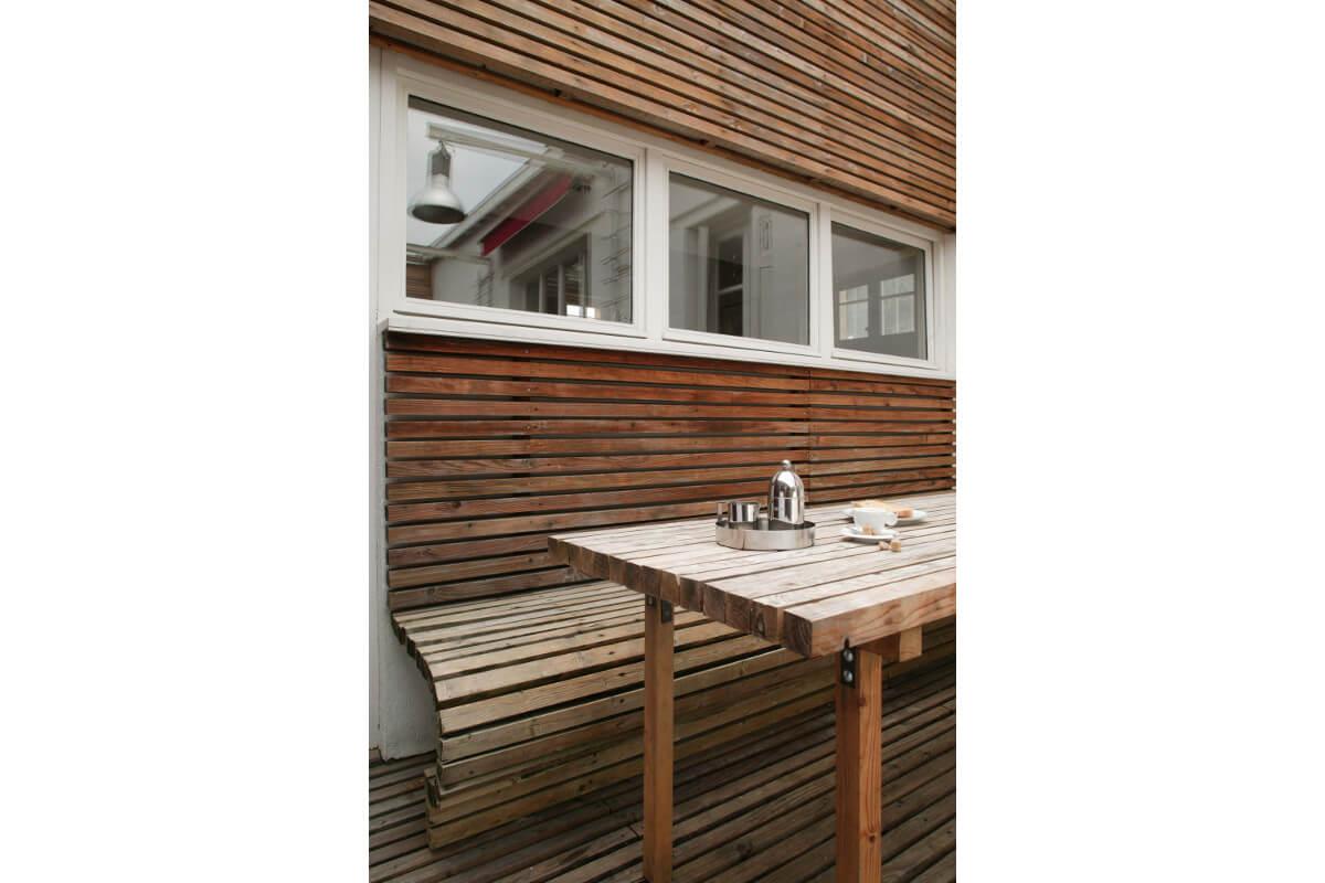 touton architectes - maison - bordeaux - terrasse bois - mobilier bois - courbes - bardage bois