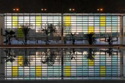 touton architectes - piscine du grand parc - équipement - façade filtre depuis l'intérieur