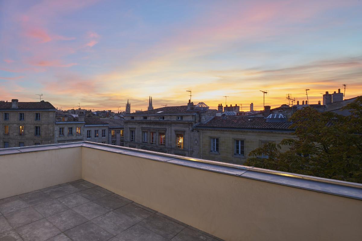 touton architectes - saint pierre - logement collectif - bordeaux - surélevation - patrimoine - terrasse T3 - place saint pierre - soleil couchant
