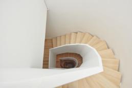 touton architectes - saint pierre - logement collectif - bordeaux - surélevation - patrimoine - escalier bois - sur mesure