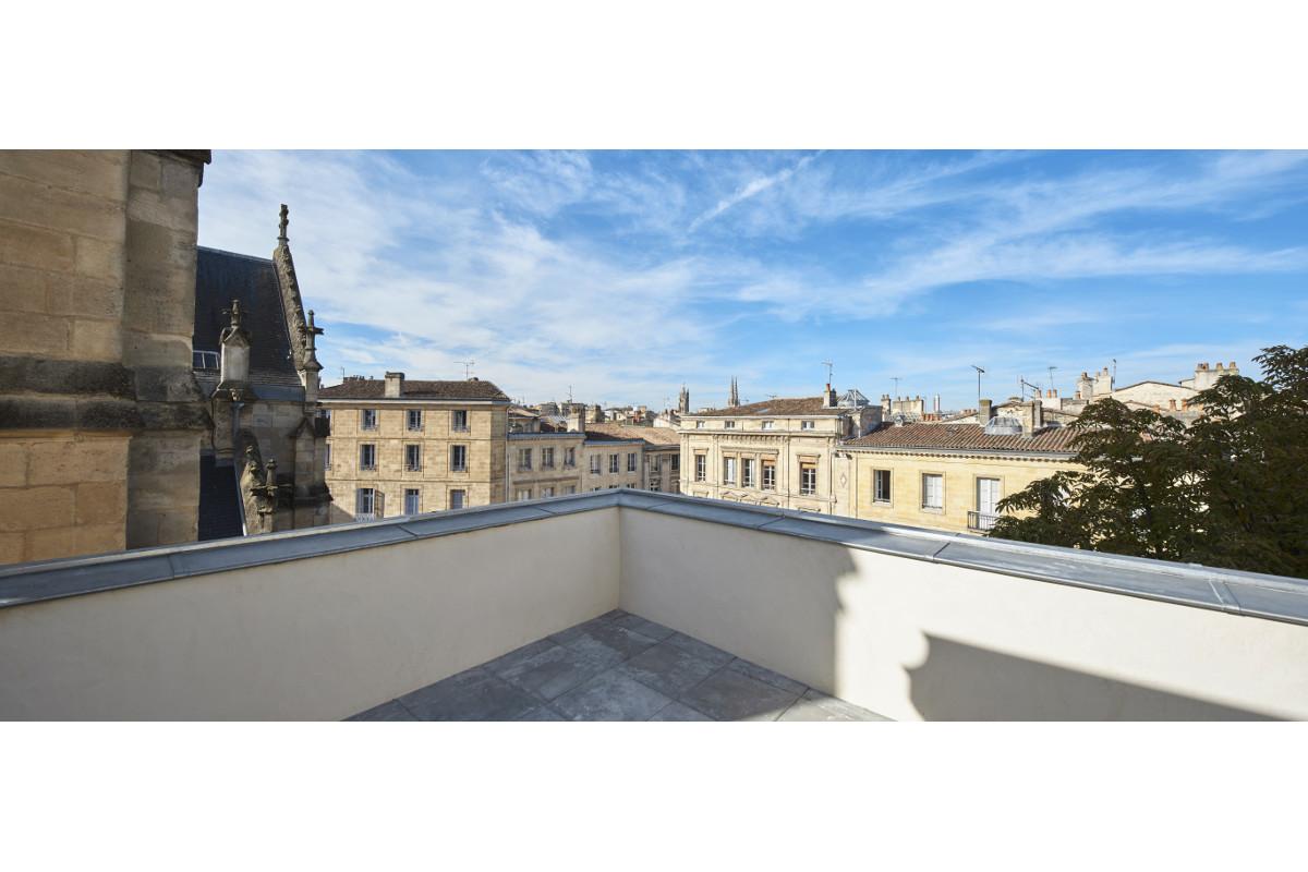 touton architectes - saint pierre - logement collectif - bordeaux - surélevation - patrimoine - panorama place saint pierre - terrasse T3